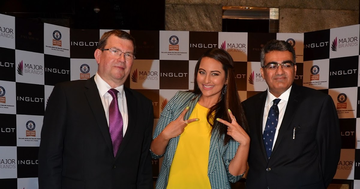 Sonakshi Sinha acting as a media puller for an event