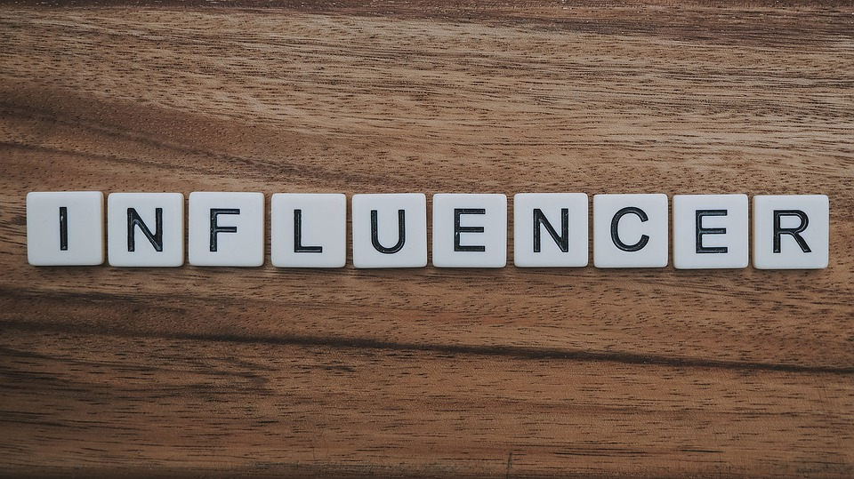 KNOW ABOUT INFLUENCER MARKETING AND MAKE YOUR PRESENCE ONLINE